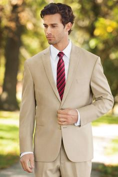 For a stylish, warm weather ensemble, the Tan Havana suit is a fashion-forward choice. Tailored in an ultra fine Poly/Wool blend with a contemporary notched. Prom Tuxedo, Tuxedo Suit, Beach Wedding Suits, Slim Fit Suits, Fitted Suit, Wedding Dress Sleeves, Dressed To Kill, Men Looks, Workout Pants