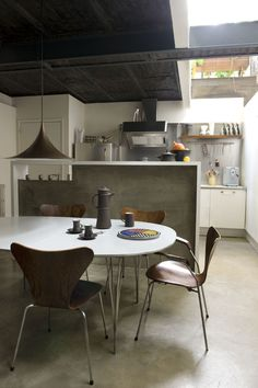 Concrete is a go to element in a kitchen // Kitchen