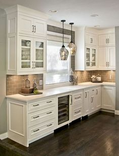 Best Rustic Farmhouse Kitchen Cabinets Makeover Ideas - Page 46 of 48 Refacing Kitchen Cabinets, Rustic Kitchen Design, Farmhouse Kitchen Cabinets, Modern Farmhouse Kitchens, Kitchen Cabinet Design, Home Kitchens, Rustic Farmhouse, Rustic Design, Farmhouse Style