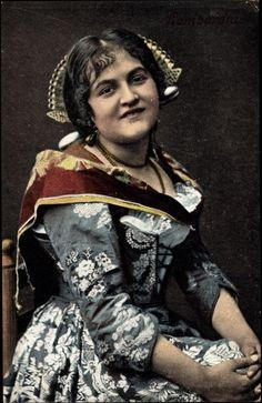 Postcard Lombardia Italien, Frau in traditioneller Volkstracht, Rock