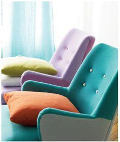 Combinación de tapicerías utilizando una tétrada. Azul, naranja, morado y verde.