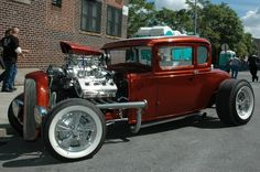 Vintage hotrod dropped over the rails  Chrysler Hemi w/blower