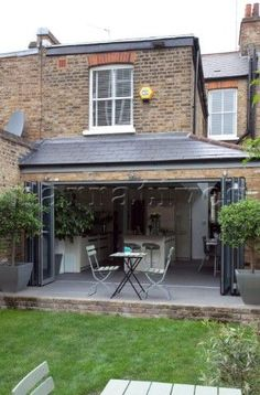 Open concertina doors to conservatory extension of London home UK Orangerie Extension, Conservatory Extension, Conservatory Kitchen, House Extension Design, Glass Extension, Roof Extension, Extension Ideas, Extension Google, Victorian Terrace