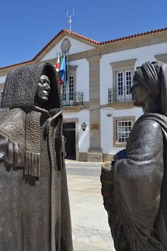 PORTUGAL - Monument to the Mirandese outfit, - Miranda do Douro (ancient Trás-os-Montes).