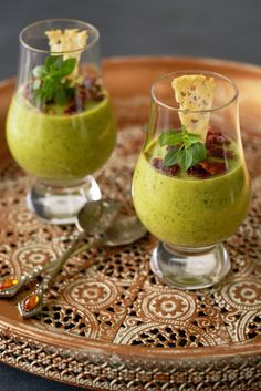Courgette panna cotta - Dishcover White Wine, Panna Cotta, Guacamole, Pasta Salad, Alcoholic Drinks, Food And Drink, Cheese, Snacks, Cooking