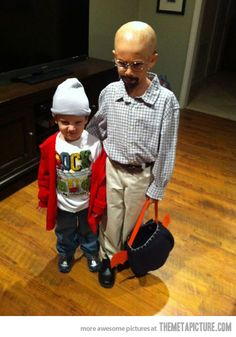 Funny pictures about Breaking Bad Halloween Costume. Oh, and cool pics about Breaking Bad Halloween Costume. Also, Breaking Bad Halloween Costume. Costume Breaking Bad, Breaking Bad Kostüm, Breaking Bad Halloween Costume, Bad Halloween Costumes, Halloween Kids, Awesome Costumes, Funny Halloween, Funny Costumes, Baby Costumes