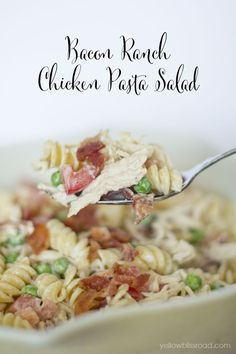 Bacon Ranch Chicken Pasta Salad - The perfect summer lunch or dinner! (Add green onion, edamame instead of peas, sliced almonds.jazz up dressing with a little soy or sesame oil, or use a zippier dressing? Or toss with chopped romaine rather than pasta? Chicken Pasta Salad Recipes, Paleo Pasta, Ranch Pasta, Chicken Bacon Ranch, Lemon Chicken, Summer Salads, Summer Fruit, Pasta Dishes, Gastronomia