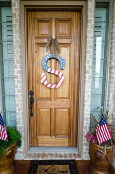 Cute patriotic letter for the front door {We Three Smiths: of July Wreath} Patriotic Crafts, July Crafts, Patriotic Decorations, Holiday Crafts, Holiday Fun, Diy And Crafts, Arts And Crafts, Holiday Decor, Holiday Ideas