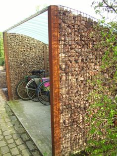 gabion and corrugated fiberglass shelter. fietsenstalling  http://habitos.be.msn.com/files/fotos/37/9837/foto_800.jpg
