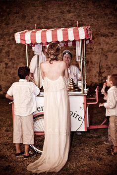 Choosing the Perfect Wedding Dress French Wedding Dress, Perfect Wedding Dress, Red Wedding, Wedding Day, Brunch Wedding, Wedding Catering, Mode Inspiration, Wedding Inspiration, Circus Wedding