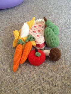 Hæklede frugter til Ingrid Opskrift: http://www.garnstudio.com/pattern.php?id=5835&cid=3 Diverse bomuldsgarn