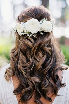 13 Dreamy Hairstyles to Wear to Your Next Summer Wedding updo hairstyles for weddings wedding hair clips short hair wedding styles wedding hair pins hair and makeup bridal updos short wedding hair hairstyle ideas bridesmaid hair up Wedding Hair Clips, Short Wedding Hair, Wedding Hair Down, Wedding Hair Flowers, Wedding Hair And Makeup, Flowers In Hair, Trendy Wedding, Summer Wedding, Hairstyle With Flowers