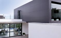 Single-Family House in Mérida, Spain made with #Coverlam Basic Negro and City.