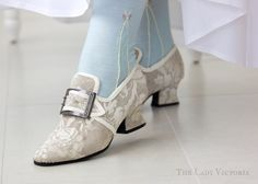 Wow, the finished shoes look perfect! century shoes and american duchess buckles 18th Century Dress, 18th Century Costume, 18th Century Clothing, 18th Century Fashion, Rococo Fashion, Victorian Fashion, Vintage Fashion, Vintage Style Shoes, Vintage Outfits
