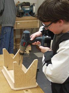 Kid's Woodworking Project: A Small Bench - Fine Woodworking Article