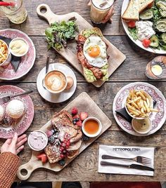WEBSTA @ caffeinecouture - Hope you have a fabulous day! Wonderful brunch shot by at Metropolitain in Amsterdam Mein Café, Picnic Dinner, Brunch, Healthy Snacks, Healthy Recipes, Tapas Recipes, Hash Browns, Cafe Food, Aesthetic Food