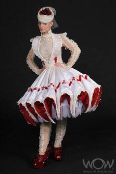 2011 Wellington International Award Winner: Girl in Red Shoes, Sarah Hopkins, United Kingdom Couture Fashion, Fashion Art, Fashion Beauty, Fashion Design, World Of Wearable Art, Vintage Dresses, Nice Dresses, Fairytale Fashion, Origami Fashion