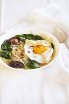 fork and flower: super quick spinach and fried egg noodle soup.