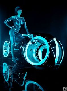(whataboutbobbed:Sasckya Porto lights up a light cycle in Playboy's salute TRON) Tron Legacy, Tron Light Cycle, Science Fiction, Arte Cyberpunk, Arte Robot, Comic Manga, Sci Fi Movies, Cultura Pop, Sci Fi Fantasy