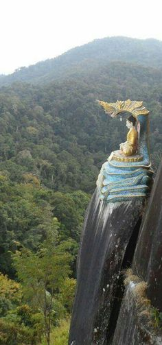 """""""Loi Sant Lone"""" Buddha image was built on the mountain named """"Zalone Taung"""" and is situated at the """"BanMauk"""" town of Katha district,northern Myanmar. Art Buddha, Buddha Buddhism, Places To Travel, Places To Visit, Yoga Studio Design, Tibetan Art, Asian Art, Wonders Of The World, Beautiful Places"""