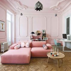Pink living room in the house of Katja and Benjamin Bonneville featured in Elle Decor Decoration Inspiration, Interior Inspiration, Sofa Home, Home Furniture, Plywood Furniture, Modern Furniture, Furniture Design, Sofa Design, Design Design
