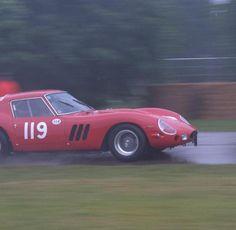 Platz zwei: Schon im Februar 2012 waren die Preise für den Ferrari 250 GTO ins Unermessliche gestiegen. Ein Modell von 1964 war einem Sammler 24,15 Millionen Euro wert.