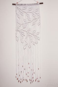 diy-macrame-ohje Macrame Design, Macrame Art, Macrame Projects, Macrame Knots, Yarn Wall Art, Macrame Curtain, Boho Wall Hanging, Macrame Tutorial, Diy Curtains
