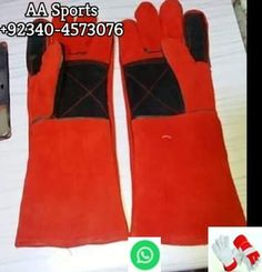 Protect your hands from heat, sparks and slag with these high-quality welding gloves. The gloves are made from leather and feature a comfortable flannel lining. Welding Gloves, Safety Gloves, Work Gloves, Leather Gloves, One Size Fits All, Flannel, Construction, Hands, Sports