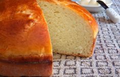 Try this delicious Azorean sweet bread recipe, it does take some time to make it but it is worth the effort. Try this delicious Azorean sweet bread recipe, it does take some time to make it but it is worth the effort. Portuguese Easter Bread Recipe, Portuguese Sweet Bread, Portuguese Recipes, Portuguese Food, Portuguese Desserts, Portuguese Potatoes, Portuguese Culture, Wheat Free Bread, Bread Recipes