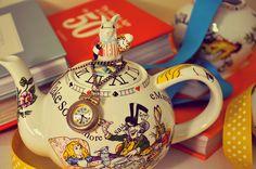 How flippin' gorgeous is this teapot? Knitting Blogs, Rabbit Hole, Kawaii Cute, Drinking Tea, Teapot, Alice In Wonderland, Tea Time, Pots, Organic