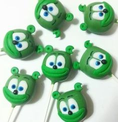 Gummy Bear cake pops