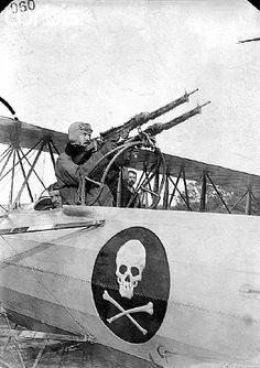 MACHINE GUNNER IN PLANE, WORLD WAR I. PHOTO. ORIG. IN LOT 6066. - IH162359 - Rights Managed - Stock Photo - Corbis