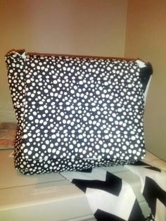 Polka dot reversible purse with side pockets