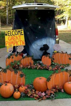 16 Trunk or Treat Decorating Ideas - - What is trunk-or-treat? It is one of a special event on Halloween night at parking car area. Trunk-or-treat is very popular for student and also a church. Most of the car is decorated with Halloween t. Charlie Brown Halloween, Great Pumpkin Charlie Brown, It's The Great Pumpkin, Holidays Halloween, Halloween Treats, Halloween Pumpkins, Halloween Fun, Snoopy Halloween, Halloween Carnival