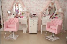 salão de beleza pequeno decorado rosa claro