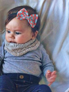 Adorable outfit....Bow headband with gray knitted scarf
