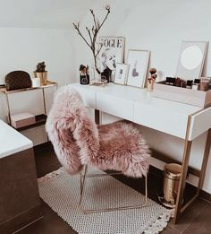 Have a beautiful monday girls with some rose gold interior inspiration Rose Gold Loving to glam to give a damn Curated gorgeous rose gold jewelry watches and styles you wont find anywhere else ! SALE UP TO OFF Rose Gold Interior, Home And Deco, Dream Rooms, Dream Closets, Home Office Decor, House Rooms, New Room, Interior Inspiration, Desk Inspiration