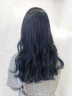 【ankhcross原宿】ネイビーアッシュ/ANKH CROSS 原宿店【アンク・クロス原宿店】をご紹介。2018年夏の最新ヘアスタイルを300万点以上掲載!ミディアム、ショート、ボブなど豊富な条件でヘアスタイル・髪型・アレンジをチェック。 Ash Blue Hair, Hair Color Purple, Black Curly Hair, Pink Hair, Black Hair Korean, Korean Hair Color, Midnight Blue Hair, Ulzzang Hair, Aesthetic Hair