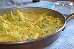 paccheri with cream of salmon and saffron Yummy Pasta Recipes, Seafood Recipes, Salad Recipes, Healthy Recipes, Saffron Recipes, Spaghetti, I Love Food, My Favorite Food, Food Design