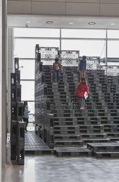 Image 4 of 18 from gallery of Tectonic Landscape / HG-A Temporary Architecture, Urban Ideas, Plastic Pallets, Retail Signage, Building Renovation, Exhibition Booth, Shop Fronts, Urban Furniture, Merchandising Displays