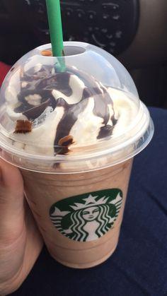 Starbucks is star Bae for caffeine dose Bebidas Do Starbucks, Secret Starbucks Drinks, Starbucks Secret Menu Drinks, Starbucks Frappuccino, Starbucks Recipes, Coffee Recipes, Think Food, Love Food, Yummy Drinks