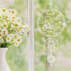 Gezellige lente hanger #raamtekening met vogeltje en eitje, bloemetje en lief hartje. Geschikt om gecentreerd op een groot raam te tekenen of een lang/smal raam.