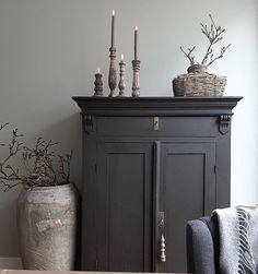 Sober Living, Furniture Arrangement, Living Room Interior, Home Accents, Painted Furniture, Arrange Furniture, Home Remodeling, Sweet Home, House Design