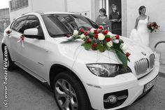 Decoración del coche de una boda.