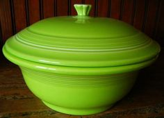 COVERED CASSEROLE CHARTREUSE-PRICE REDUCED!!! FIESTA 70 0Z