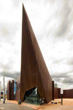 Australian Centre for Contemporary Art designed by Wood Marsh.     Photo by Wojtek Gurak