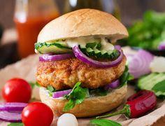 Quick Garlic Chicken Burgers – Add Recipes Beef Burgers, Salmon Burgers, Garlic Chicken, Crispy Chicken, Baked Chicken, Ground Chicken, Ground Meat, Wrap Sandwiches, Main Meals