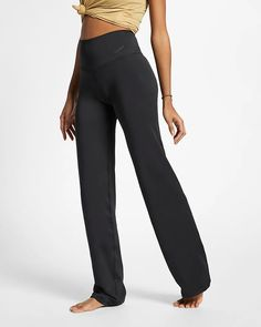 Nike IE Nike Yoga Pants, Yoga Trousers, Yoga Pants Outfit, Gym Pants, Trousers Women, Pants For Women, Clothes For Women, Nike Dri Fit, Tattoo Arm Frau