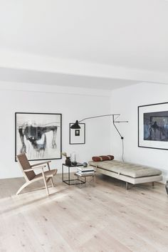 A spacious livingroom with designer furniture and a daybed. The room is kept in earthy colours. Quirky Home Decor, French Home Decor, Gothic Home Decor, Cheap Home Decor, Interior Minimalista, Eclectic Living Room, Living Rooms, Target Home Decor, Cheap Apartment