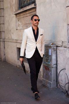 Men's Black Leather Oxford Shoes, Black Polka Dot Pocket Square, White Blazer, and Black Chinos Gentleman Mode, Gentleman Style, Mens Fashion Blog, Men's Fashion, Fashion Ideas, Fashion Inspiration, Fashion Menswear, Lifestyle Fashion, Street Fashion